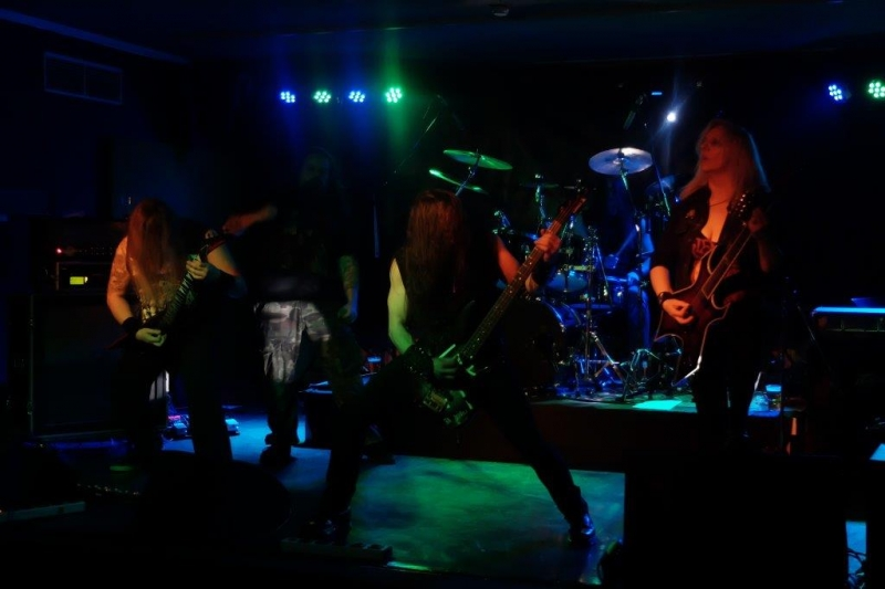 famous-live-on-stage-april-2016-6